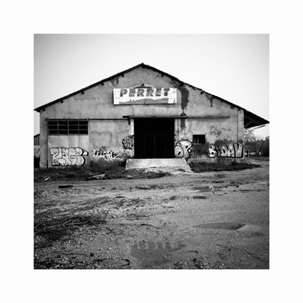 http://neuroptyk.com/files/gimgs/20_02-photographie-arles-usine-perret-arnaud-thomas.jpg