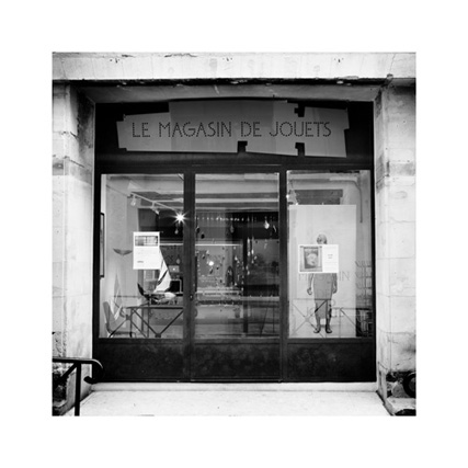 http://neuroptyk.com/files/gimgs/20_07-photographie-arles-magasin-jouets-arnaud-thomas.jpg